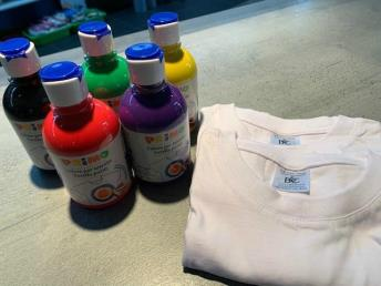 Tie dye pakket 1 (5 kleuren + 2 t-shirts)